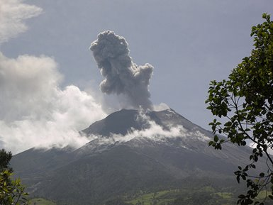 Lost in Ecuador: Lava on the Rocks