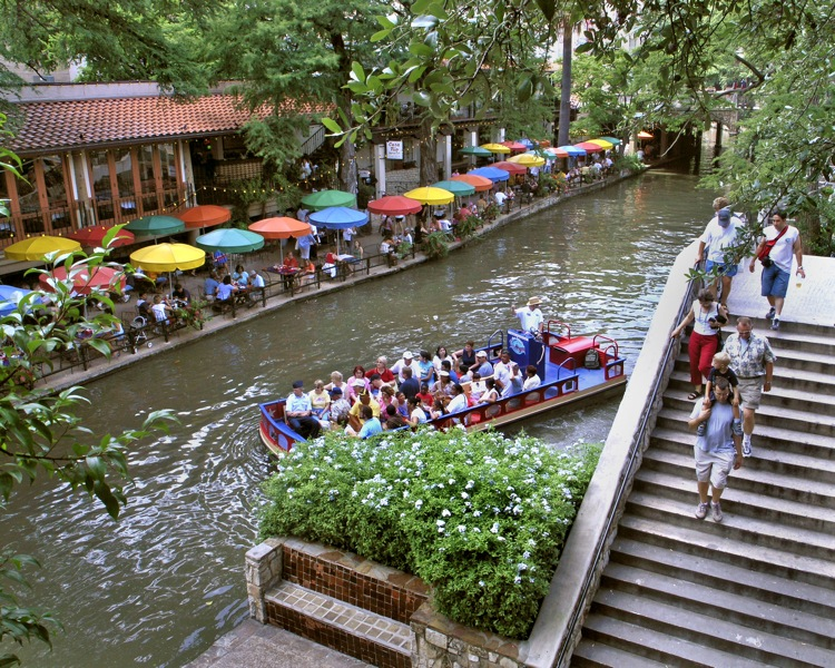 Lost in San Antonio: Rolling on the River Walk