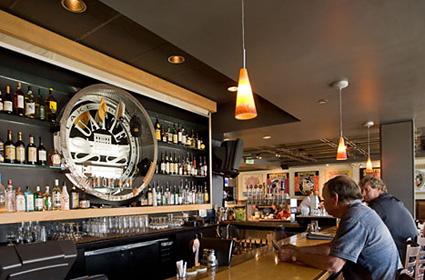 5 Reasons to Grab a Drink at An Airport Bar