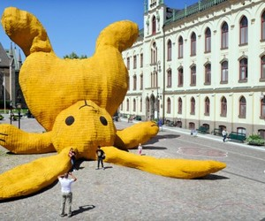 The LG Travel News Roundup: Bigger-than-Life Bunny Turns Heads in Swedish Town